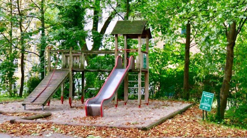 Hinterhof mit Spielplatz