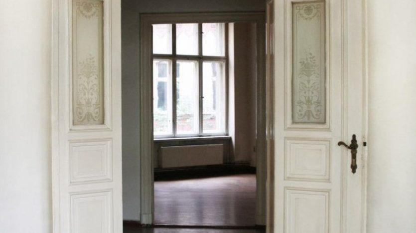 Wunderschöne Tür mit Details