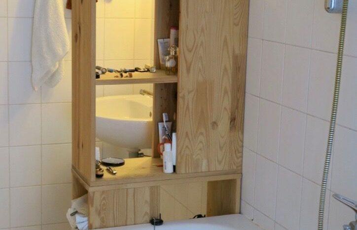 Anderer Blick des Badezimmers
