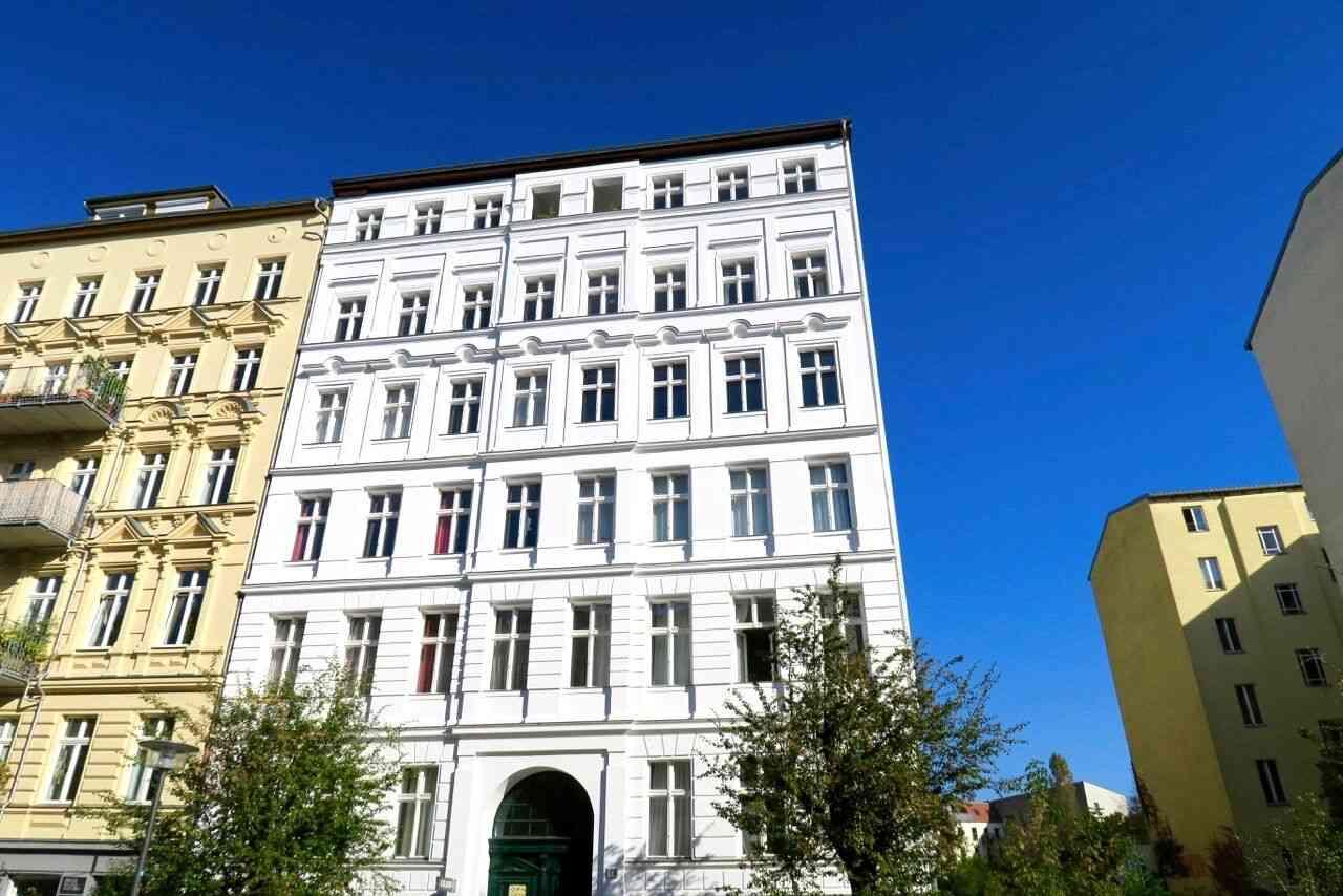 Bezugsfreie 2 wohnung in der sch nsten strasse vom for Mehrfamilienhaus berlin