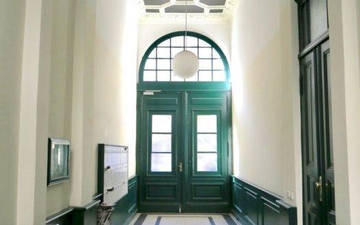 Der schöne Einstieg des Gebäudes