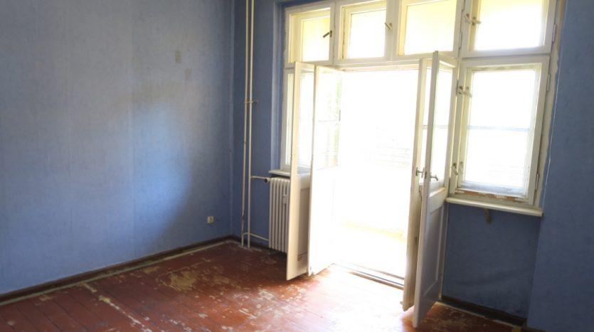 Große Schlafzimmer mit Loggia