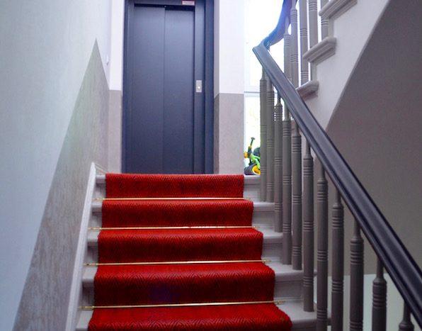 Treppen und Aufzug